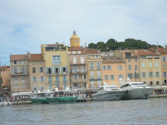L'arrivée des navettes au port de St Tropez, le samedi matin
